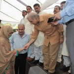 Shahbaz-Sharif-visits-Multan-on-7-8-2012-girls-student-green-card